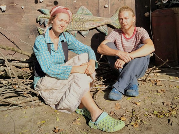 Russian Couple travels 10000km in India on Bike every year - Global Fashion Street